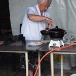 2 Marie aan het bakken